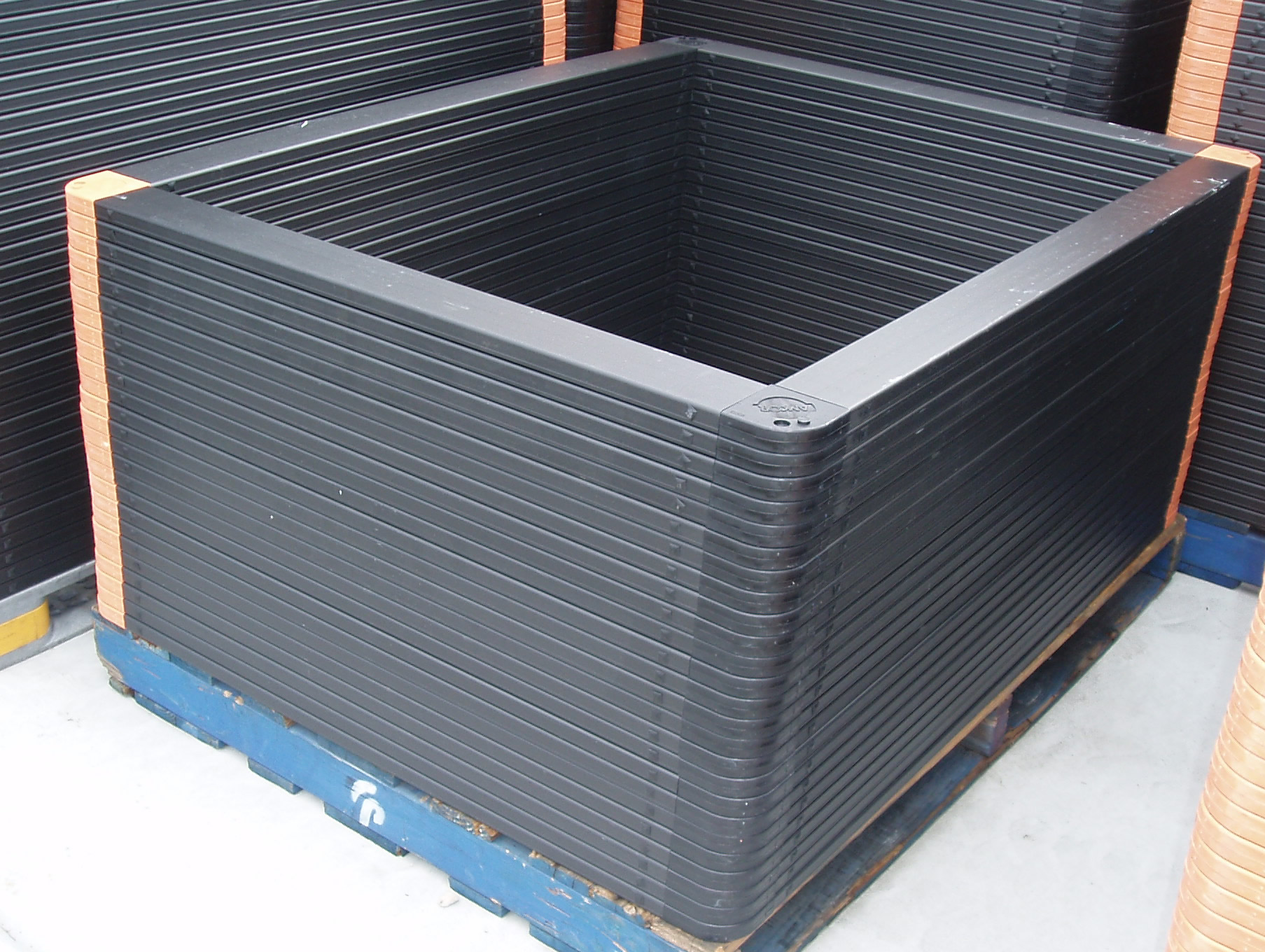 features of plastic top frames
